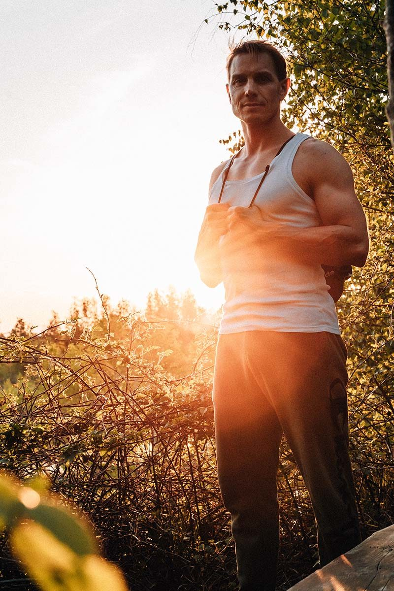 Portraitfoto von Dr. Daniel Gärtner beim Sonnenuntergang in der Nicklheimer Filzen.