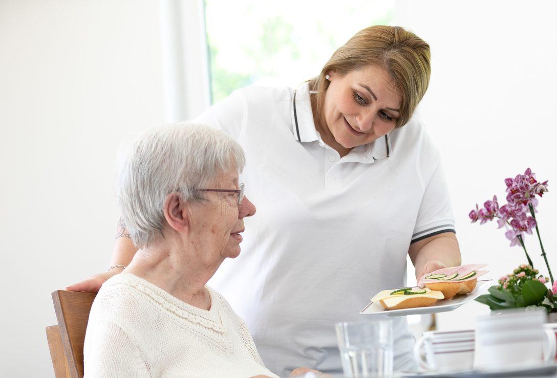 Geschultes Pflegepersonal von Lohkamp unterstützt Sie im Alltag und Haushalt