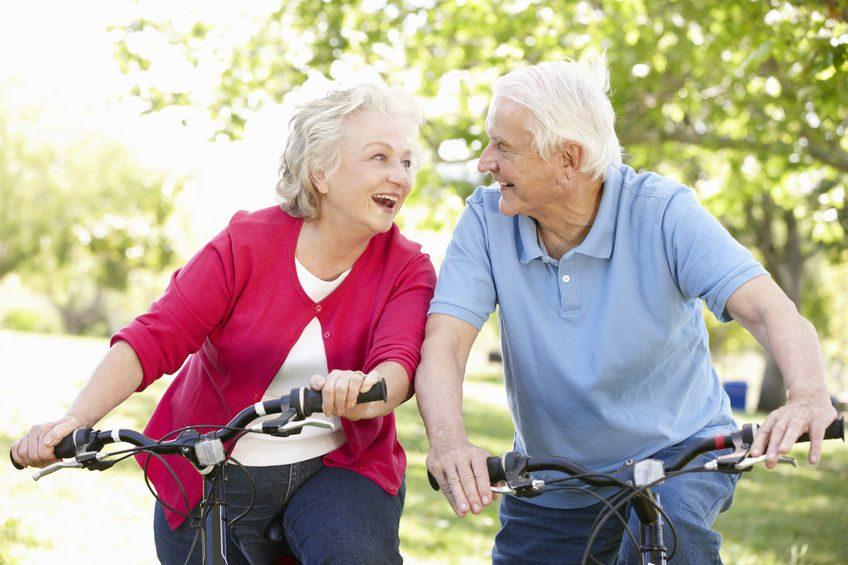 Senioren auf Fahrrad