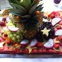 Exotische Obstplatte mundgerecht zubereitet