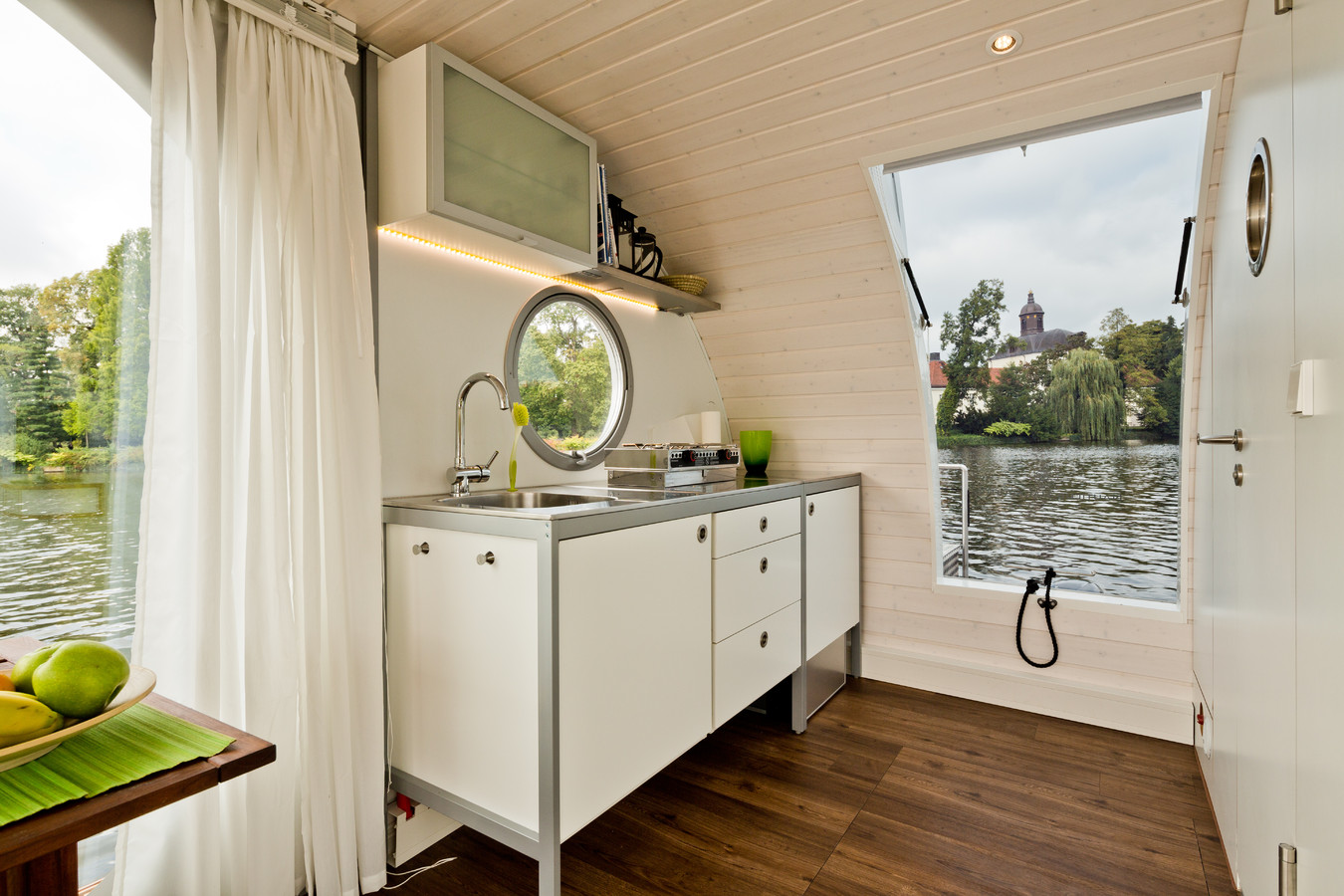 nautilus hausbootcharter hausboot mieten in berlin brandenburg und an der m ritz. Black Bedroom Furniture Sets. Home Design Ideas