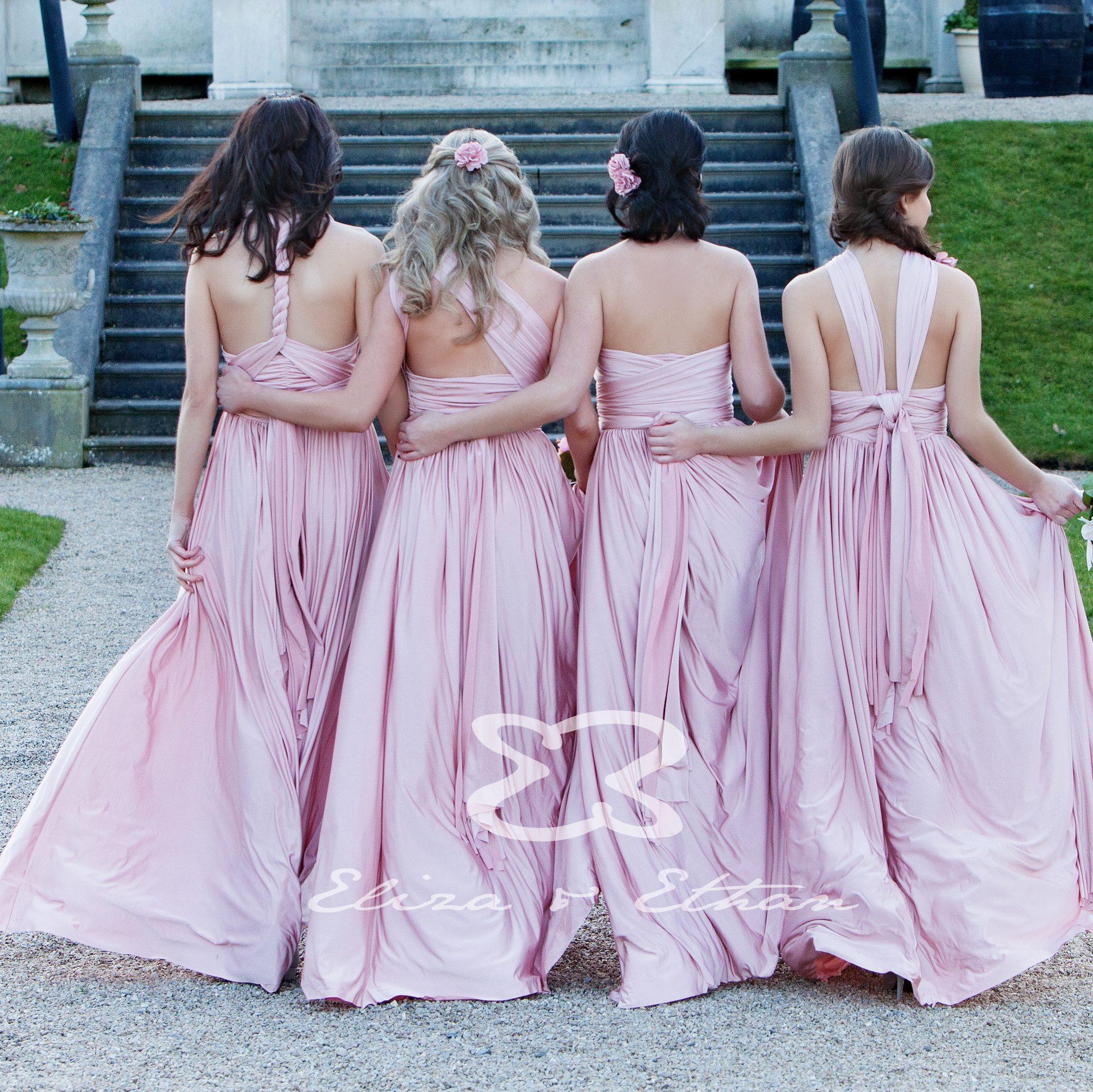 Vier Brautjungfern in rosa Wickelkleidern von Eliza & Ethan in Berlin