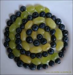 Weintrauben und andere Früchte kreativ dekorieren, Ideen aus Obst für Kindergeburtstag oder wenn Kinder schlecht Obst essen