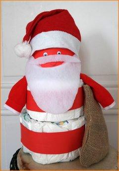 Weihnachtliche Ideen für Windeltorten zur Geburt im Winter, Bastelanleitung für eine Windelfigur Weihnachtsmann ist das perfekte Windelgeschenk zu Weihnachten.