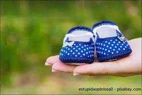 DIY Geschenkideen zum selbst nähen und selber basteln, Krabbelschuhe selber machen, Schnittmuster Babyschuhe und anderen Babysachen, Anleitung Windeltorte