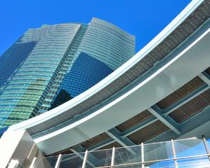 Moderne Hausfassade aus Stahlbeton und Glas - zu den Referenzen des D&H Reinigungsservice