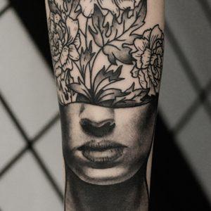 Koukos Selfmade Tattoo Berlin blackwork linework fineline portrait blume flower abstract