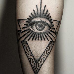 Koukos Selfmade Tattoo Berlin blackwork linework geometrie eye abstract vegan walkin
