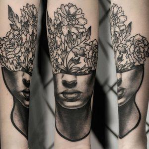 Koukos Selfmade Tattoo Berlin blackwork linework fineline portrait blume flower abstract vegan