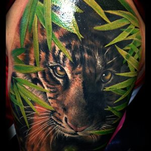 Selfmade Tattoo Berlin Zsofia Belteczky nature tiger leaves