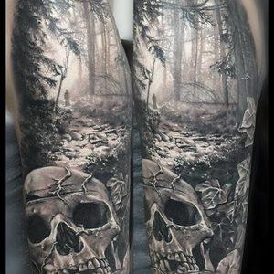 Selfmade Tattoo Berlin Zsofia Belteczky skull forest wald schaedel