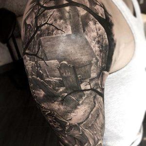 Selfmade Tattoo Berlin Zsofia Belteczky graveyard grabstein
