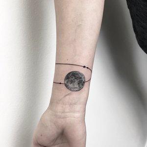 Bartek, Szulc, Selfmade, Tattoo, Berlin, Vegan,   Walkin,  linework, dotwork, mond, moon, armband, ring