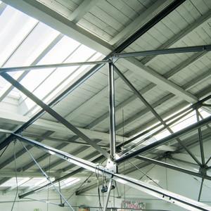 Montage neuer Modularer Oberlichtsysteme und Restauration der Holzdecke