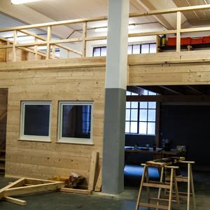 Herstellung einer Galerie als Lagerfläche und Pausenraum für unser Team in der Fertigungshalle der Firma B+B Dachbau