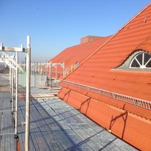 Teilweise Neudeckung und Windsogsicherung am Hauptgebäude der Siemens AG