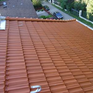 Neueindeckung der gesamten Dachfläche eines Mehrfamilienhauses