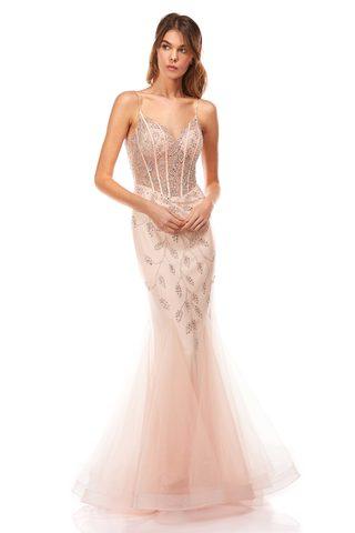 Rosa Abendkleid im Mermaid Schnitt von Corizzi. Das Abendkleid ist bestickt mit Glitzer.