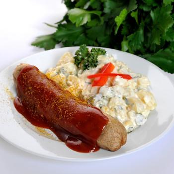 Currywurst mit Kartoffelsalat
