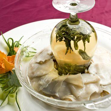 79. Abalone (Tiefseemuschelfleisch) nach Longjing Art