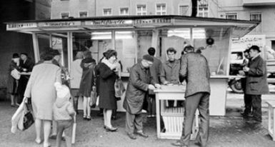 Konnopke S Imbiss Das Currywurst Original In Berlin Seit 1930
