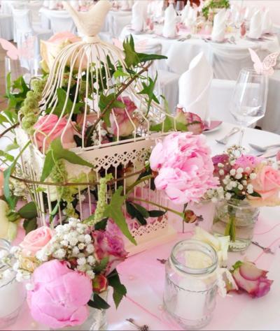 Tischdekorationen als Teil der Hochzeitsdekorationen