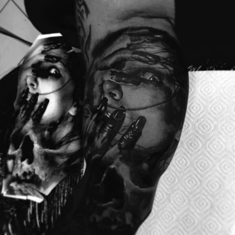 Selfmade Tattoo Berlin Kristof Tito Kondrat horror portrait blood hand finger
