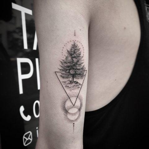 Bartek, Szulc, Selfmade, Tattoo, Berlin, Vegan, Realistic, Walkin, Tree, Tanne, Baum, geometric, fine