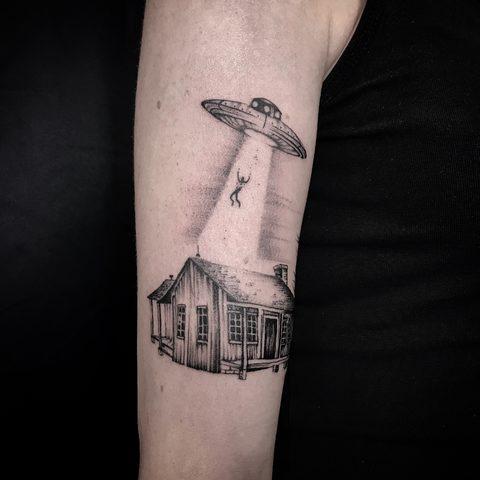 Bartek, Szulc, Selfmade, Tattoo, Berlin, Vegan, Realistic, Walkin, UFO, alien, house, dotwork