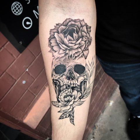 Bartek, Szulc, Selfmade, Tattoo, Berlin, Vegan, Realistic, Walkin, skull, schaedel, pfingstrose