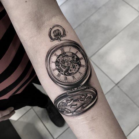 Bartek, Szulc ,Selfmade, Tattoo, Berlin, Vegan, Realistic, Fineline, Clock, Watch, Detail