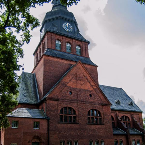 Evangelisches Johannesstift Berlin Seit vielen Jahren Tätigkeiten an vielen Gebäuden des Johannesstift, von kleineren Reparaturen bis zur Sanierung und Neueindeckung.