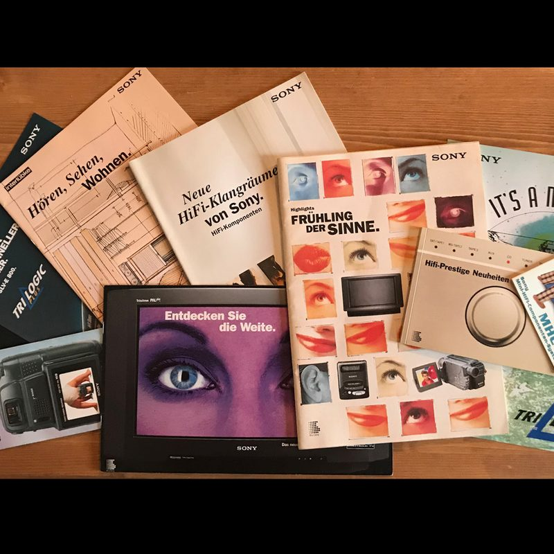 Sony | Langjährige Beratung und Gestaltung vieler Werbemittel inkl. Gesamtkatalog. Konzeption des weltweit geschütztem Markenzeichen TRILOGIC. Betreuung der Bereiche Home Video, Personal Video, HiFi, Phone, Home Entertainment, Zubehör. Events und B2B-Incentives. Pack-Design.