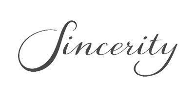 Sincerity Bridal. Eine Brautkleid Firma, die romantische Brautmode herstellt. Erhältlich bei Princess Dreams Berlin.